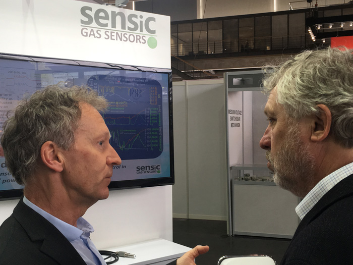Sensic´s CEO Olle Westblom is discussing with Sweden's Minister for Housing and Digital Development.
